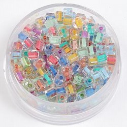 Perle kocke 3 x 3mm, barvna sredica mešane 20g.